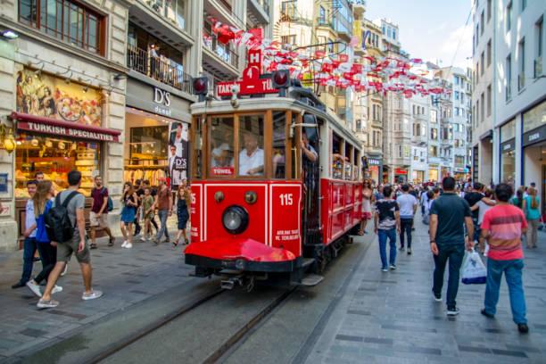 nostalgisk röd spårvagn i taksim istiklal street på kvällen. - istiklal avenue bildbanksfoton och bilder