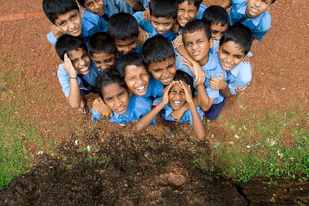 Nosy Schuljungen erschüttert von eine Grundschule in Entwicklungsländern – Foto