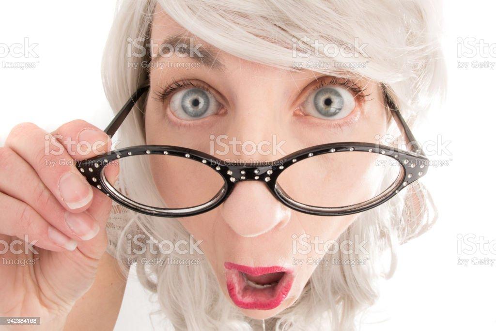Neugierige weißes Haar Frau – Foto