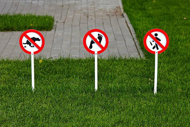 Resultado de imagen de prohibido pisar el cesped
