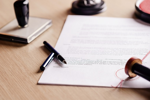 istock Notary pen lying on testament. 506603586