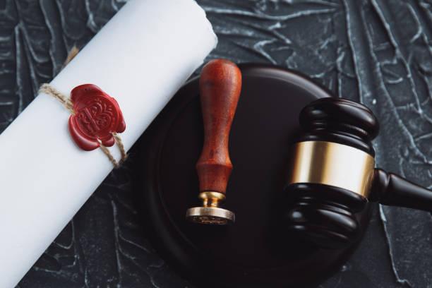 notaris's openbare pen en stempel op testament en laatste testament. notaris - notaris stockfoto's en -beelden