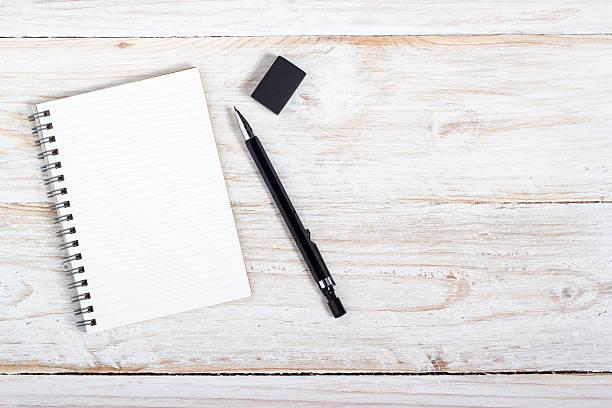 Hinweis Papier und Stifte – Foto
