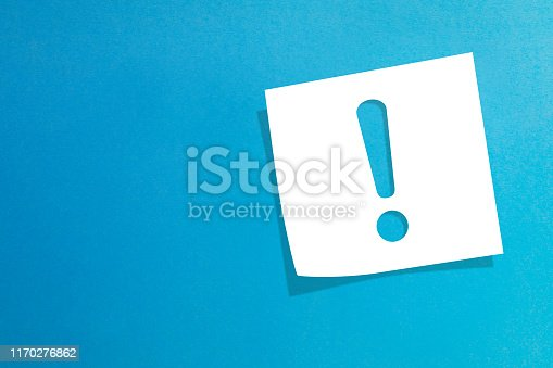 istock Note paper with exclamation mark on blue background 1170276862