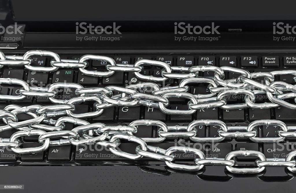 Notebook e cadeias foto de stock royalty-free