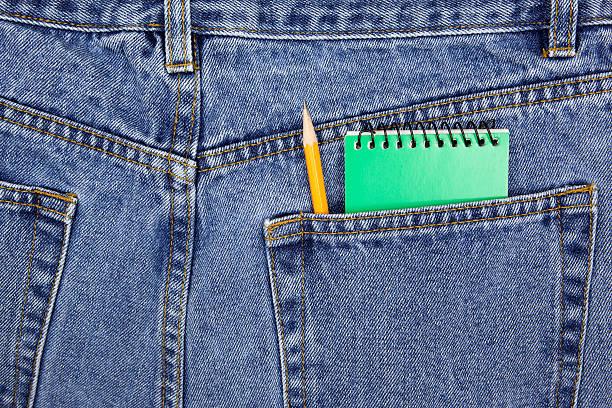 Caderno e caneta no bolso - foto de acervo