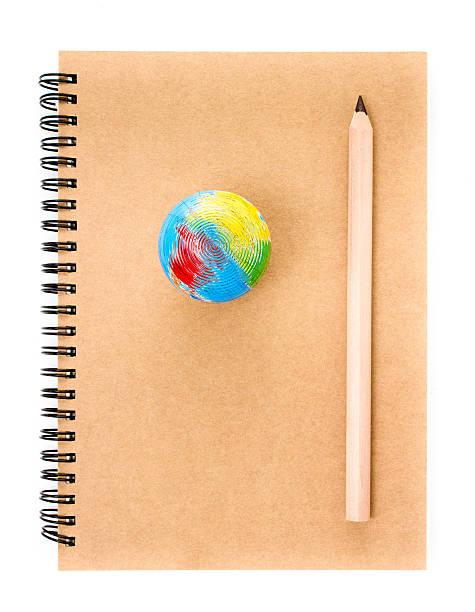 notatnik i ołówek na białym tle. - back to school zdjęcia i obrazy z banku zdjęć