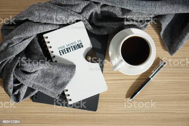 Dziennik Notatnikowy Z Kawą I Ciepłą Szmatką - zdjęcia stockowe i więcej obrazów Kompozycja flat lay