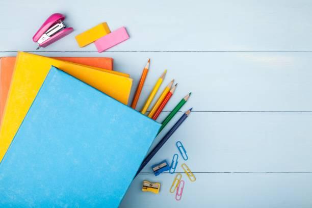 ノートブックます。 - 学校の文房具 ストックフォトと画像