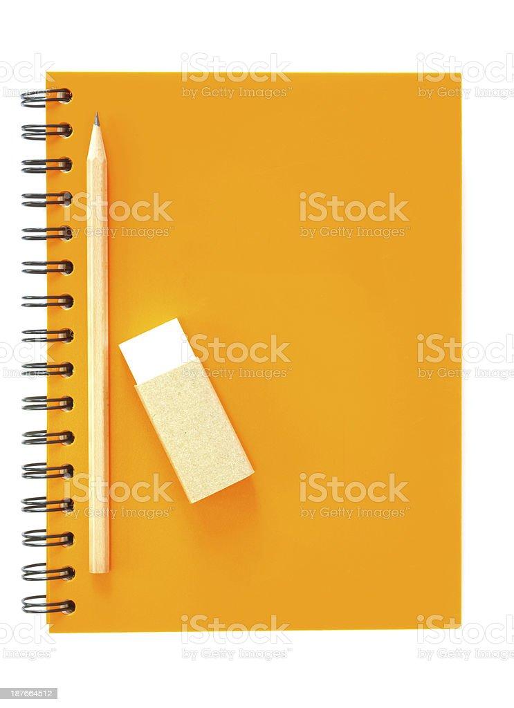 スパイラル行き、ノートと鉛筆に白背景 ストックフォト