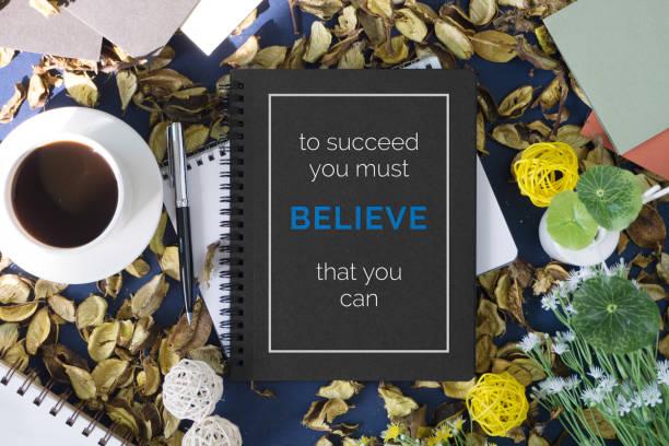 notebook mit motivierenden zitat. - zitate über wein stock-fotos und bilder