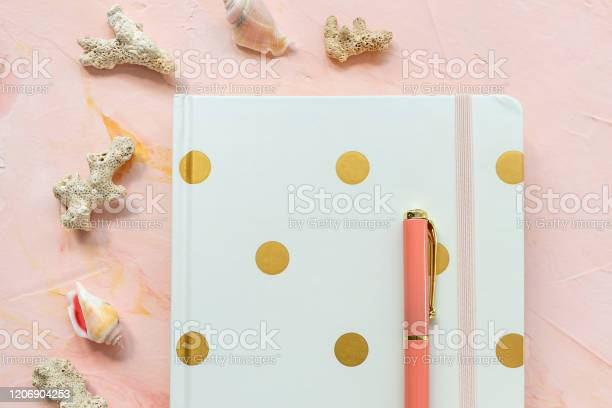 Notepad pen sea shells and corals on workspace picture id1206904253?b=1&k=6&m=1206904253&s=612x612&h=qqbzv8wtbbqykywv4jniesl6iizlca6el ku68nfr0w=