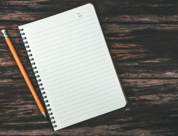 notatnik z żółtym ołówkiem - notes zdjęcia i obrazy z banku zdjęć