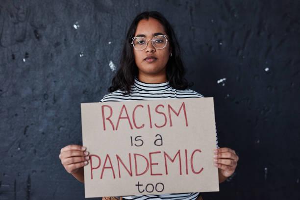 種族主義沒有什麼正確的。 - black power 個照片及圖片檔