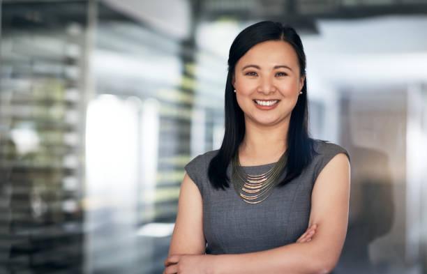 nada dice de éxito como confianza en uno mismo - asian woman fotografías e imágenes de stock
