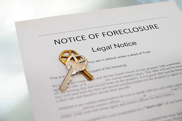 aviso de embargo hipotecario - embargo hipotecario fotografías e imágenes de stock
