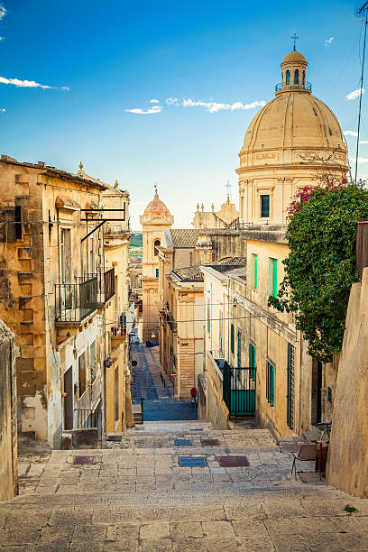 noto, the capital of baroque style - 西西里 個照片及圖片檔