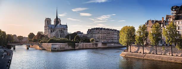 Notre Dame et la Seine à Paris, en France - Photo