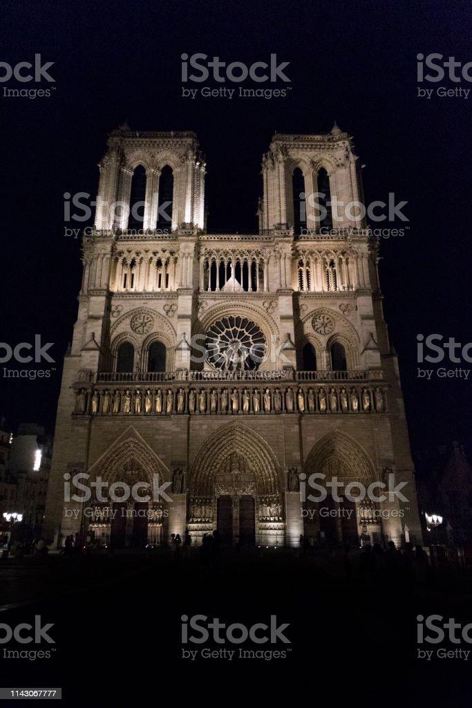 Notre Dame de Paris di notte - foto di stock immagine - foto stock