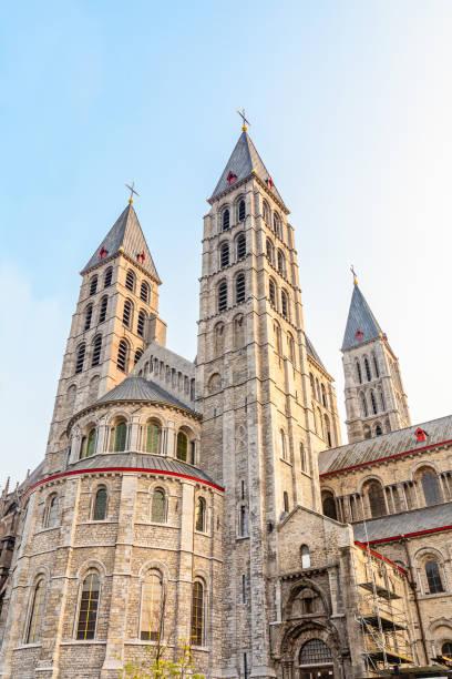 Notre-Dame de Tournai Türme, Kathedrale Unserer Lieben Frau, Tournai, Wallonische Gemeinde, Belgien – Foto