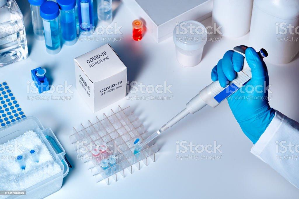 新規コロナウイルス 2019 nCoV pcr 診断キット.これは、臨床検体における2019-nCoVまたはcovid19ウイルスの存在を検出するためのRT-PCRキットです。リアルタイムPCR技術に基づく体外診断試験 - コロナウイルスのロイヤリティフリーストックフォト
