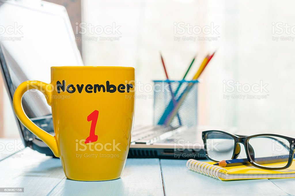 November 1st. Day 1 of month. Calendar on cup morning - foto de stock