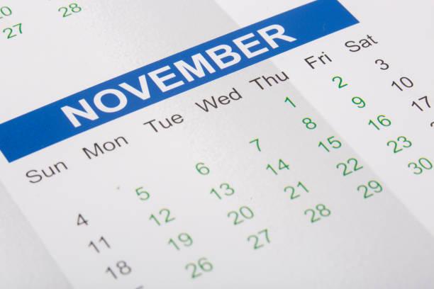 Mês de novembro, imprimido em um calendário - foto de acervo