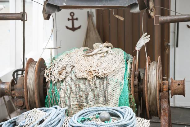 Novigrad, Istrien, Kroatien - Eine alte Fischerwinde auf einem Fischerboot – Foto