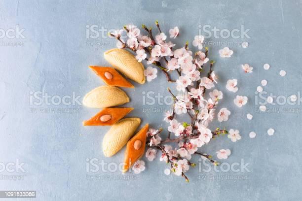 Novruz wreath made of traditional azerbaijan pastry shekerbura and picture id1091833086?b=1&k=6&m=1091833086&s=612x612&h=1jsnz6p1zokl zjiybj5zn7otu2mbnnttx1 ghcn4t8=