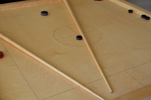 Novuss game board with pool cues
