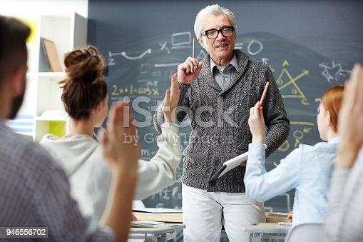 istock Now your questions please 946556702