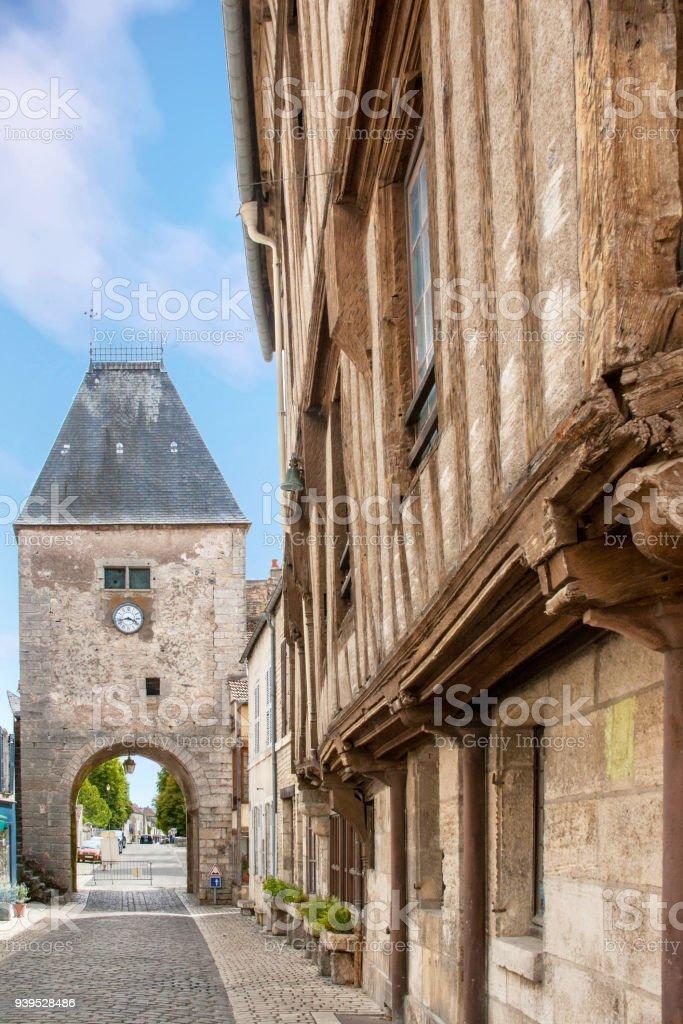 Noyers sur Serein. Porche d'entrée sur la vieille ville. Yonne, Bourgogne stock photo