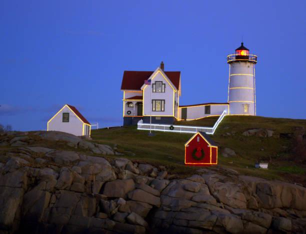 Nubble Leuchtturm bereit für einen Urlaub.  York Maine – Foto