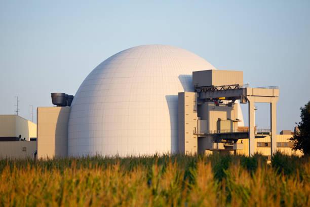 reattore nucleare di edificio - reattore nucleare foto e immagini stock