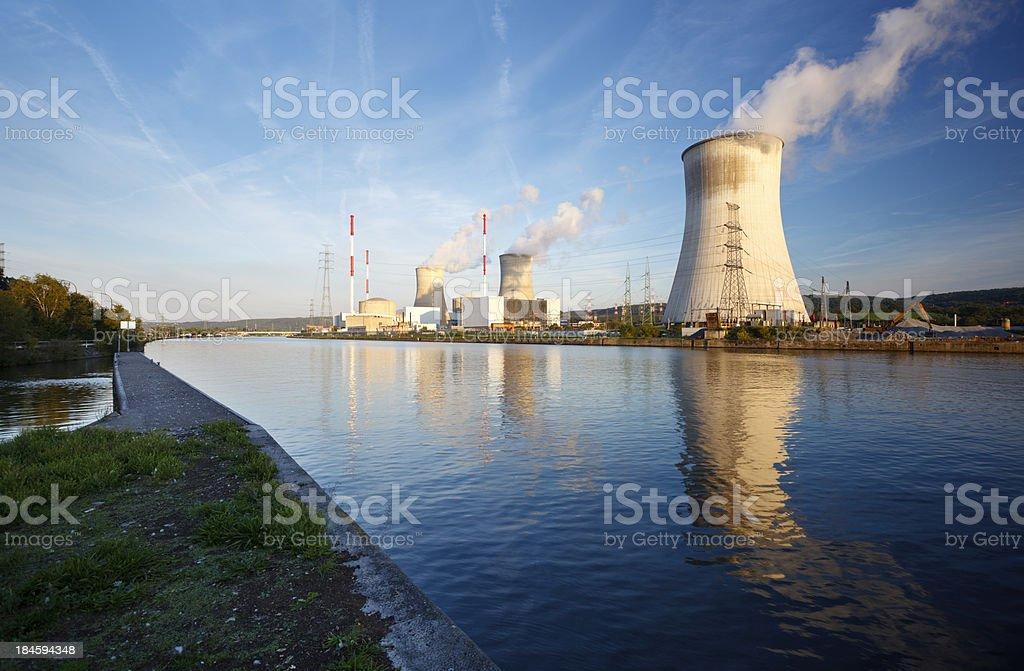 Atomkraftwerk in River – Foto