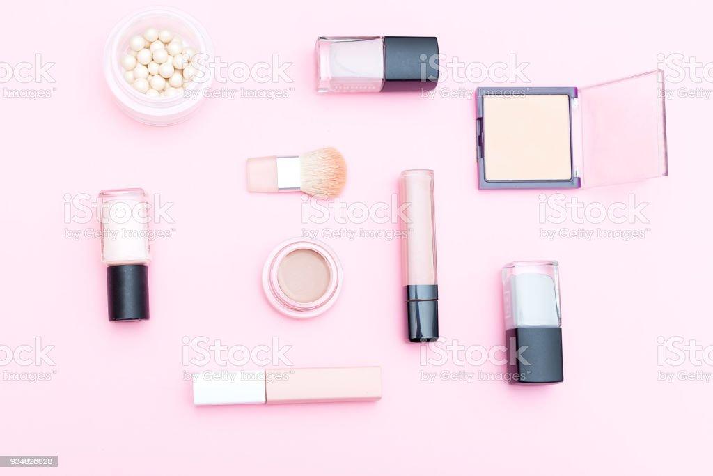 누드 화장품 그리고 분홍색 배경에 메이크업 도구입니다. 평면 배치 - 로열티 프리 0명 스톡 사진