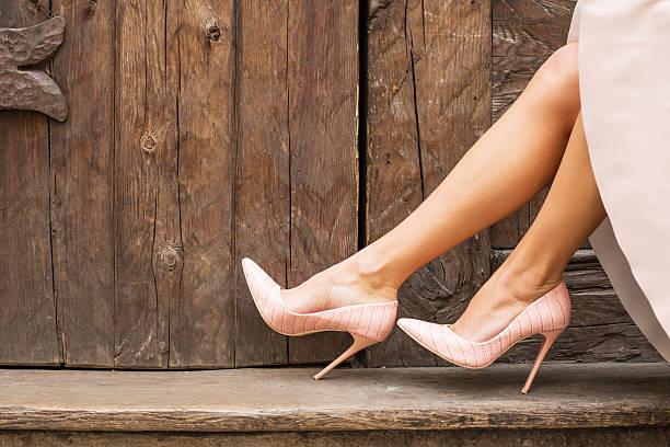 nackt hoch ferse schuh - damen rock pink stock-fotos und bilder