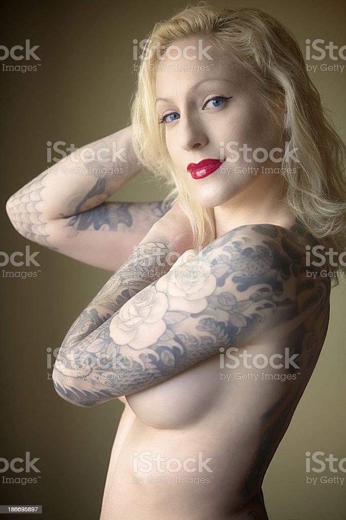 Floral Mujer Desnuda Con Tatuaje En El Brazo Foto De Stock Y Mas