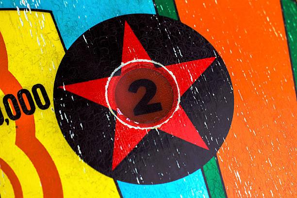 number 2 star decal light on pinball machine - pinball spielen stock-fotos und bilder