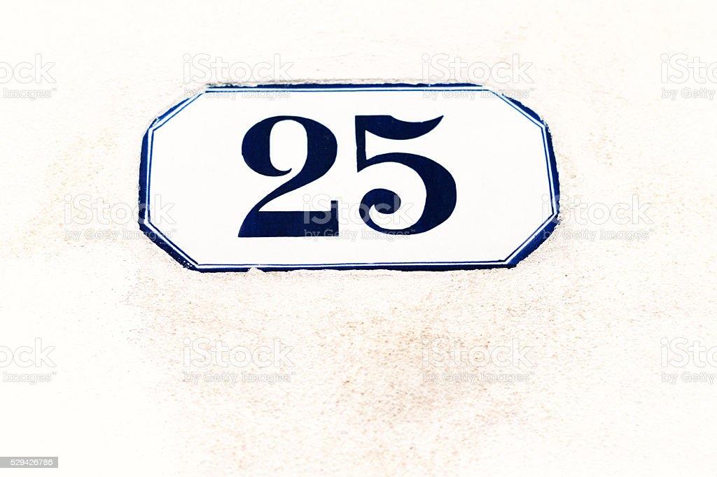 Numero blu e bianche vintage indirizzo di piastrelle bianca