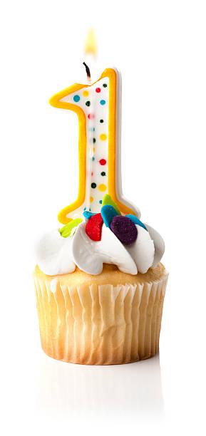 Número um (1) Cupcake de velas e - foto de acervo