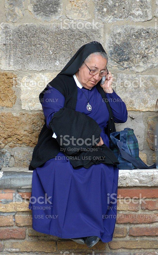 Nonne auf Handy – Foto