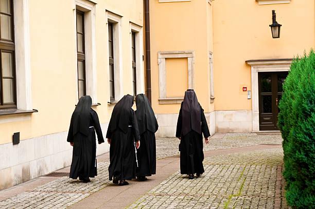 Nonnen auf dem Platz – Foto
