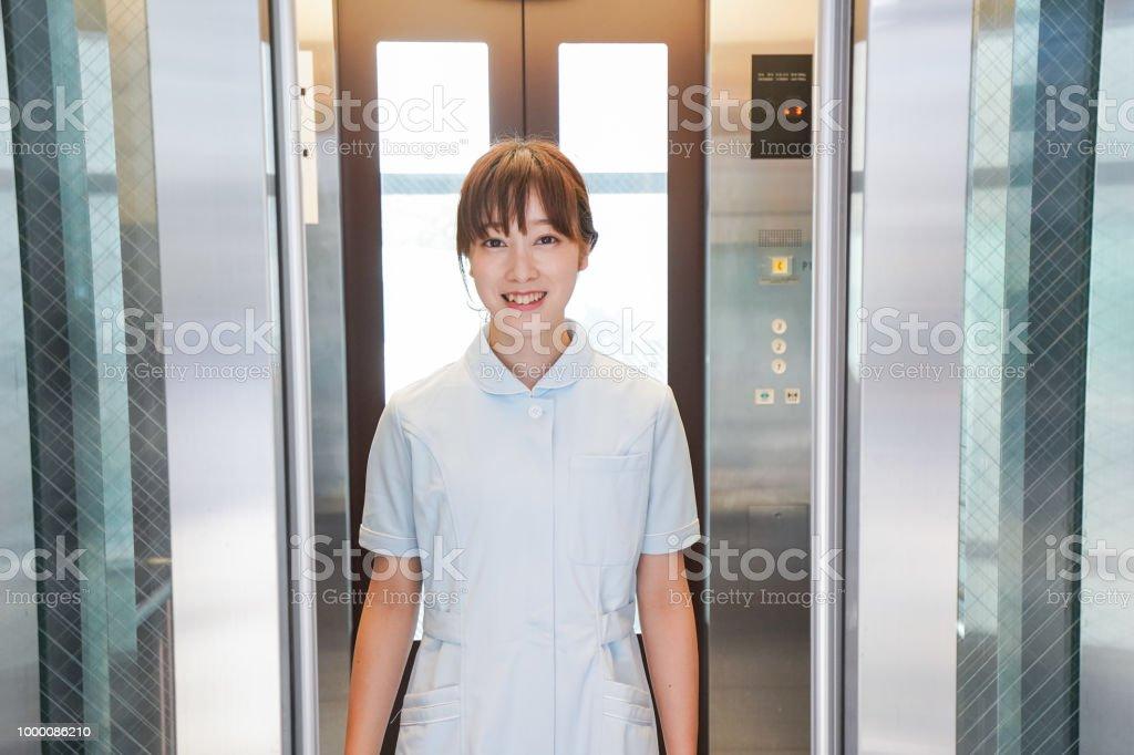 Imagem de elevador de enfermeira - foto de acervo