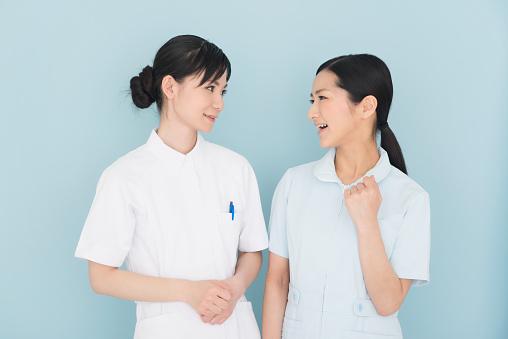 看護師またはヘルスケアワーカー - 2人のストックフォトや画像を多数ご用意