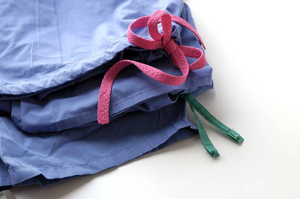 infirmière gommage pantalon - vêtements professionnels hospitaliers photos et images de collection