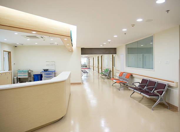 krankenschwester station - bürorezeption stock-fotos und bilder