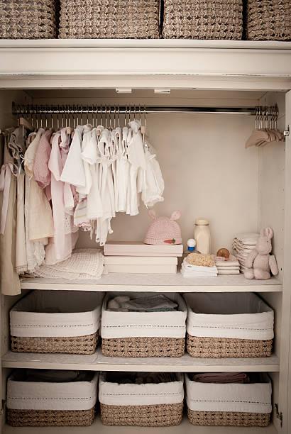 kinderzimmer - bügelsysteme stock-fotos und bilder