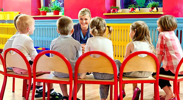 kinderzimmer-school - kurzgeschichten stock-fotos und bilder