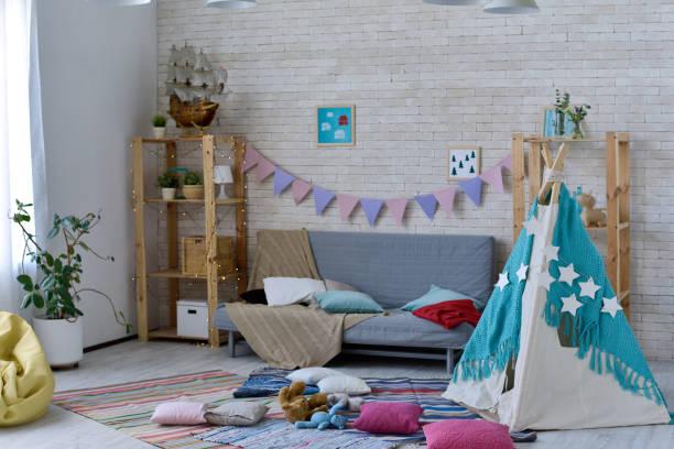 kinderzimmer mit chaos - partyraum stock-fotos und bilder